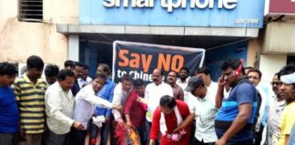 Traders burn Chinese goods on issue of JeM chief