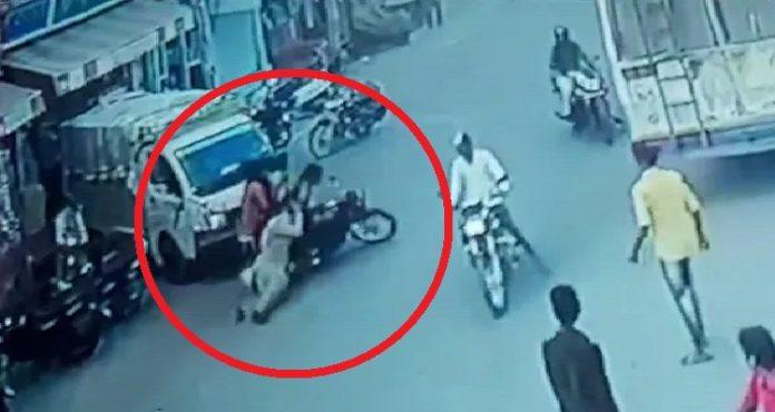 Rajasthan: Biker breaks traffic rule, drags woman constable when stopped