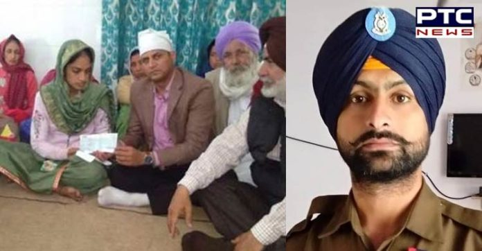 #PulwamaTerrorAttackFirstAnniversary : Martyr Sukhjinder Singh Family Rs.5 lakh check given by Punjab Government