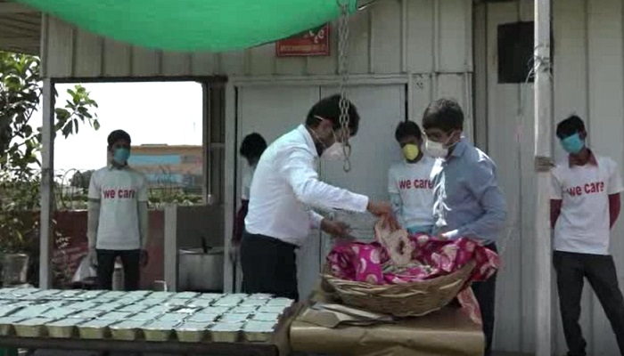 Three times feeding for needy in lockdown, Aditya leading the campaign