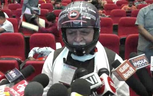 CM Khattar distributed helmets to 100 children for free