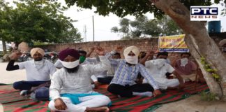 Unemployed multi-purpose health workers and unemployed BEd teachers on hunger strike Vijay Inder Singla residence