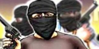 Miscreants robbed shopkeeper in Faridabad of Haryana