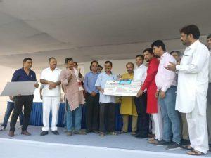 kejriwal-felicitates-asian-games-silver-medallist-deepak-kumar