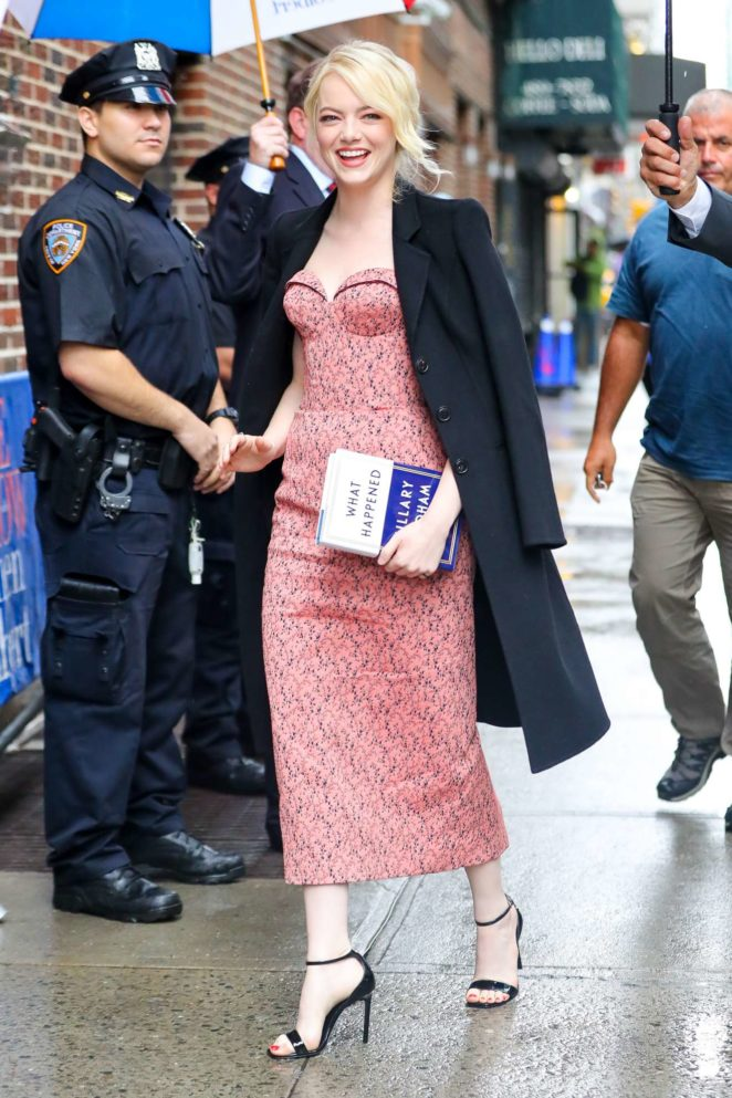Emma-Stone--Seen-outside-The-Late-Show-With-Stephen-Colbert-in-NYC-08-662x993