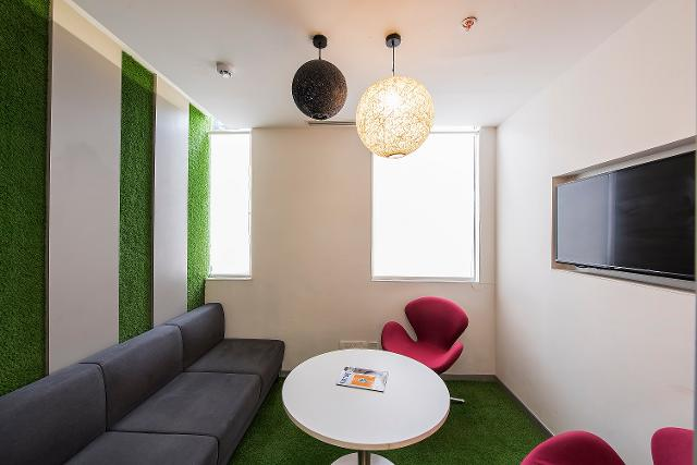Cost-effective technologies in planning co-working spaces