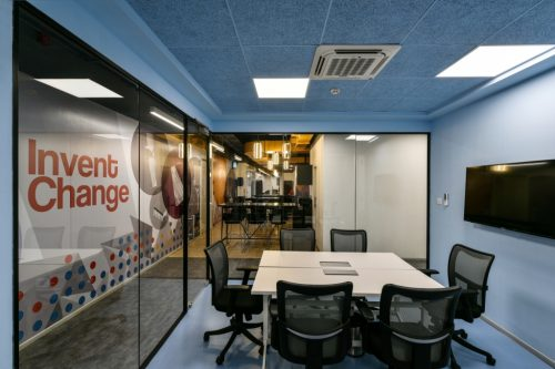 Follow These 7 Mantras For Meeting Room Etiquettes