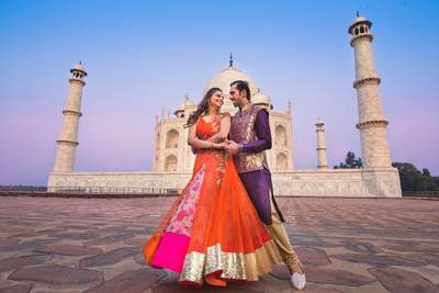 Couples at Tajmahal