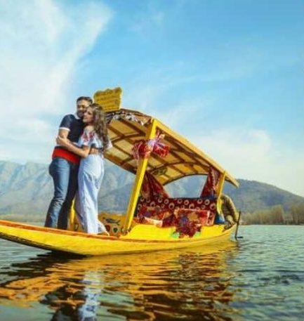 pre-wedding photoshoot in Kashmir