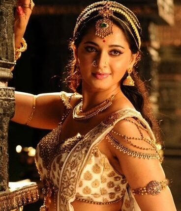Anushka shetty Hot photos, Age, Husband, Marriage, Family, Movies (4)