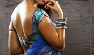 Anushka_Hot_blue_backless_Saree