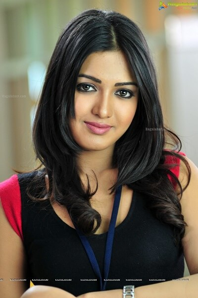 Catherine Tresa Biography, Husband, Affairs, Age, family, DOB, Movies (5)