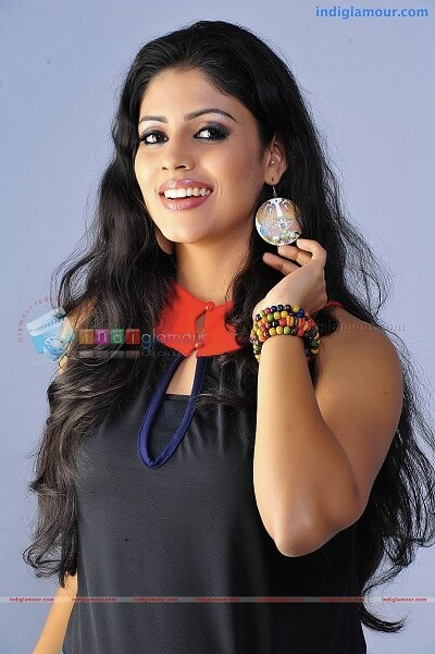 Iniya Actress Age, Family, Photo, Movies, Body Measurement (1)