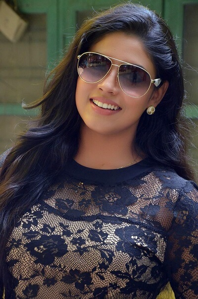 Iniya Actress Age, Family, Photo, Movies, Body Measurement (2)