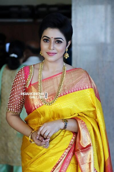 Shamna Kasim Affairs, Age, Family, Height weight, Movies, Cancer details (2)