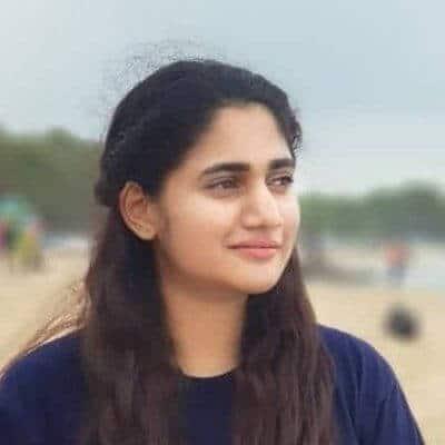 Losliya in beach