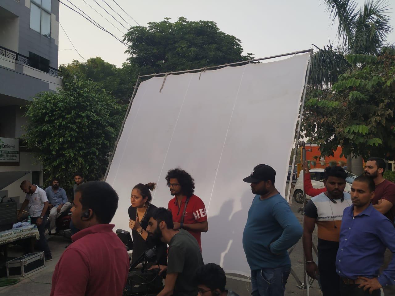 Começando com apenas Rs 10.000, este cineasta ganha agora em Crores 7